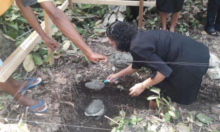 Peletakan Batu Pertama Pembangunan Rumah Kel. Saununu